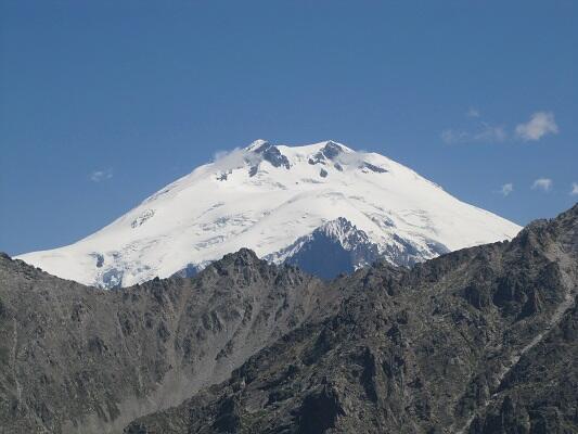 Заснеженные вершины Западного Кавказа